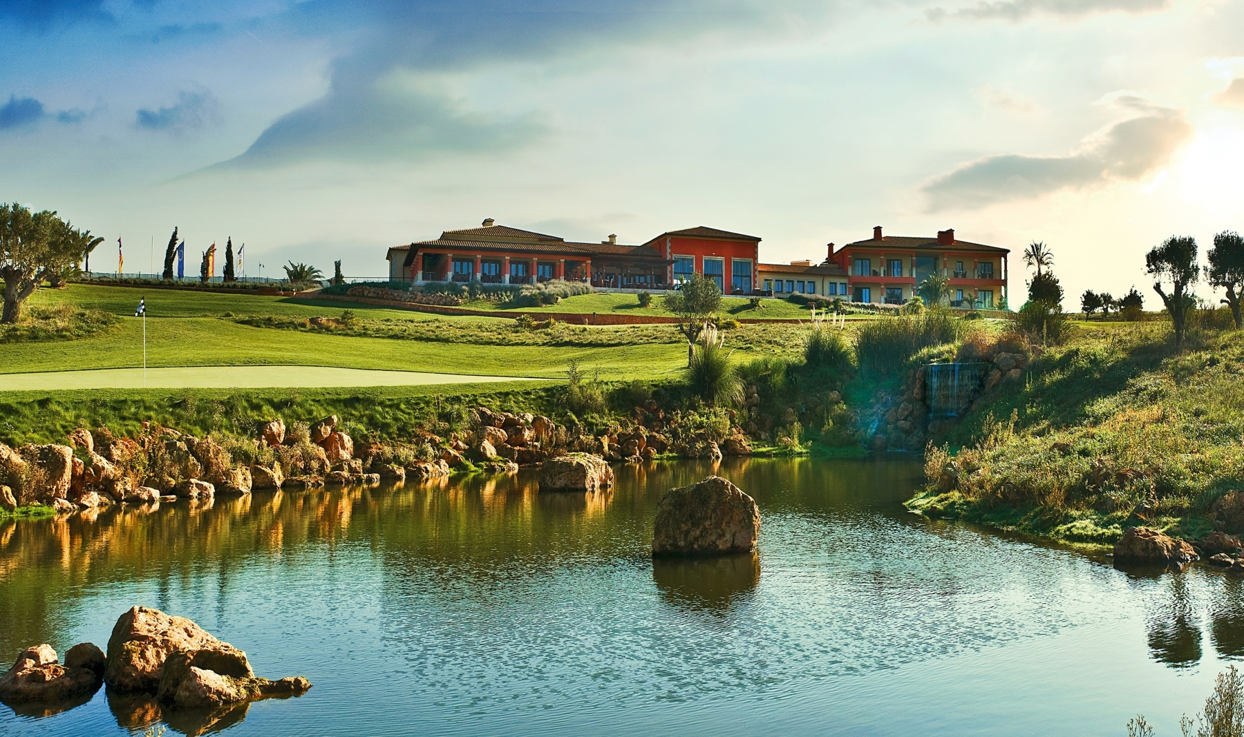 golf-son-gual-mallorca-green18-clubhouse-high-res