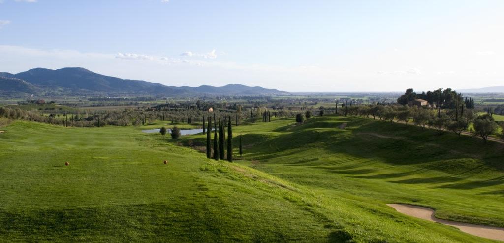 Abschlag der Bahn 18 - © Pelagone Golf Club Toscana