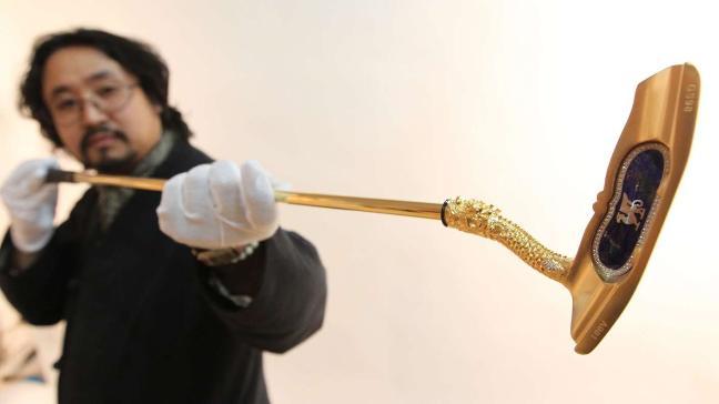 Goldener Putter - © Benedikt Behl