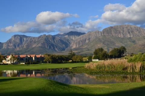 Bahn 25 mit Blick au f die Drakenstein Mountains © Paarl Golf Club