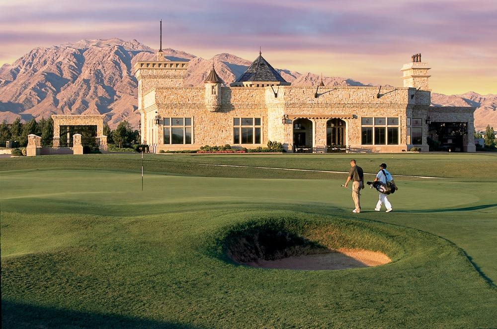 Das Clubhaus des Royal Links Golf Clubs mit dem Grün der Bahn 9. Foto Walters Golf