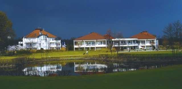Clubhaus und Appartements des Golfclubs - © Golfclub International Soufflenheim Baden-Baden